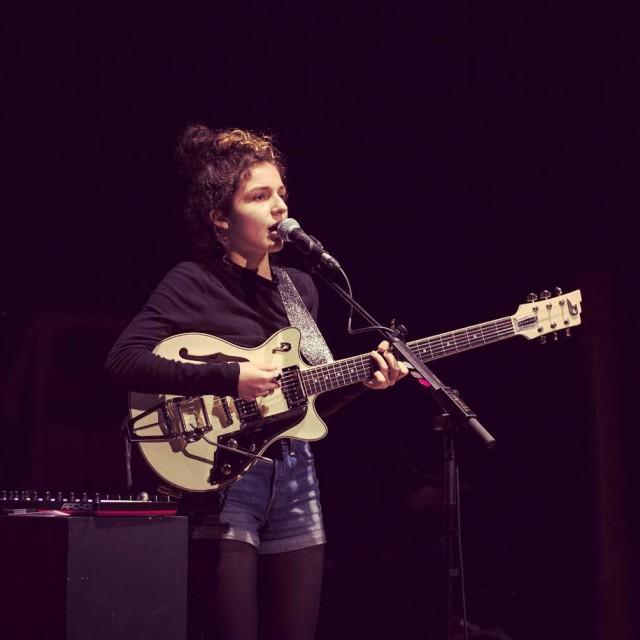 La jeune chanteuse bordelaise nayamusicofficial en rsidence depuis hier auxhellip